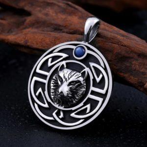 Wolfsanhänger mit keltischen Knoten und blauen Stein